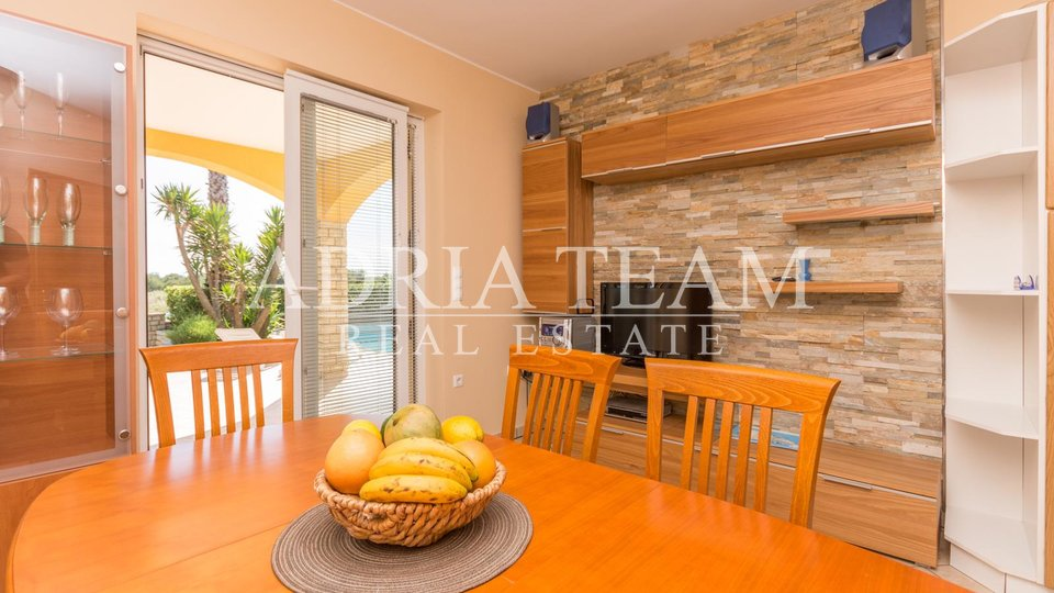 FAMILY HOUSE AND APARTMENT HOUSE, 300 M FROM THE SEA, VIR