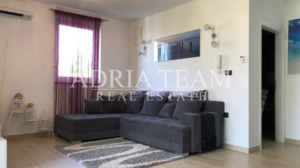 TWO BEDROOM APARTMENT, 100 M FROM THE SEA, PRIVLAKA