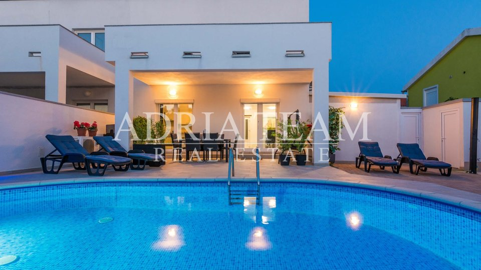 LUXURY VILLA WITH POOL, 250 M FROM THE SEA, VIR