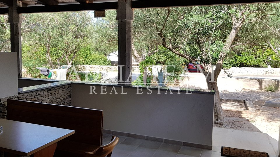 APARTMENT WITH TERACE, 50 M FROM THE SEA, POVLJANA - PAG