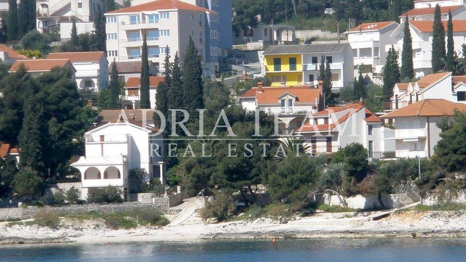 APARTMENT NEAR SEA WITH POOL, ČIOVO - TROGIR