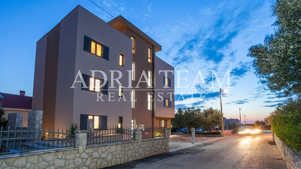 COMFORTABLE APARTMENT WITH ROOF TERRACE AND SEA VIEW, 500 M FROM THE SEA, BORIK - ZADAR