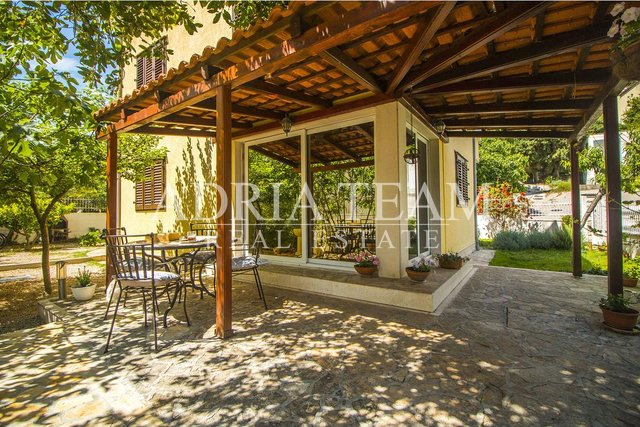 House, 220 m2, For Sale, Split - Meje