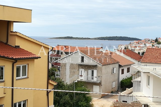 HOUSE WITH SEA-VIEW, 200 M FROM SEA, PRIMOŠTEN