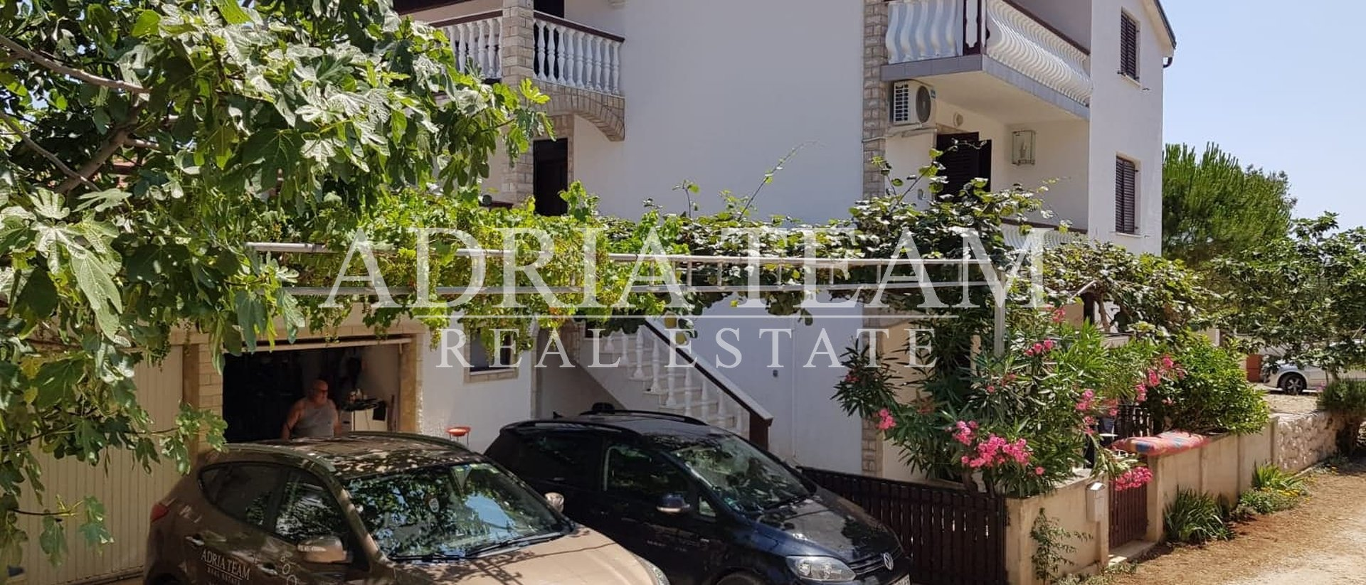 HOUSE WITH 3 RESIDENTIAL UNITS AND SEA VIEW, 50 M FROM THE SEA, SALE!!! VIR
