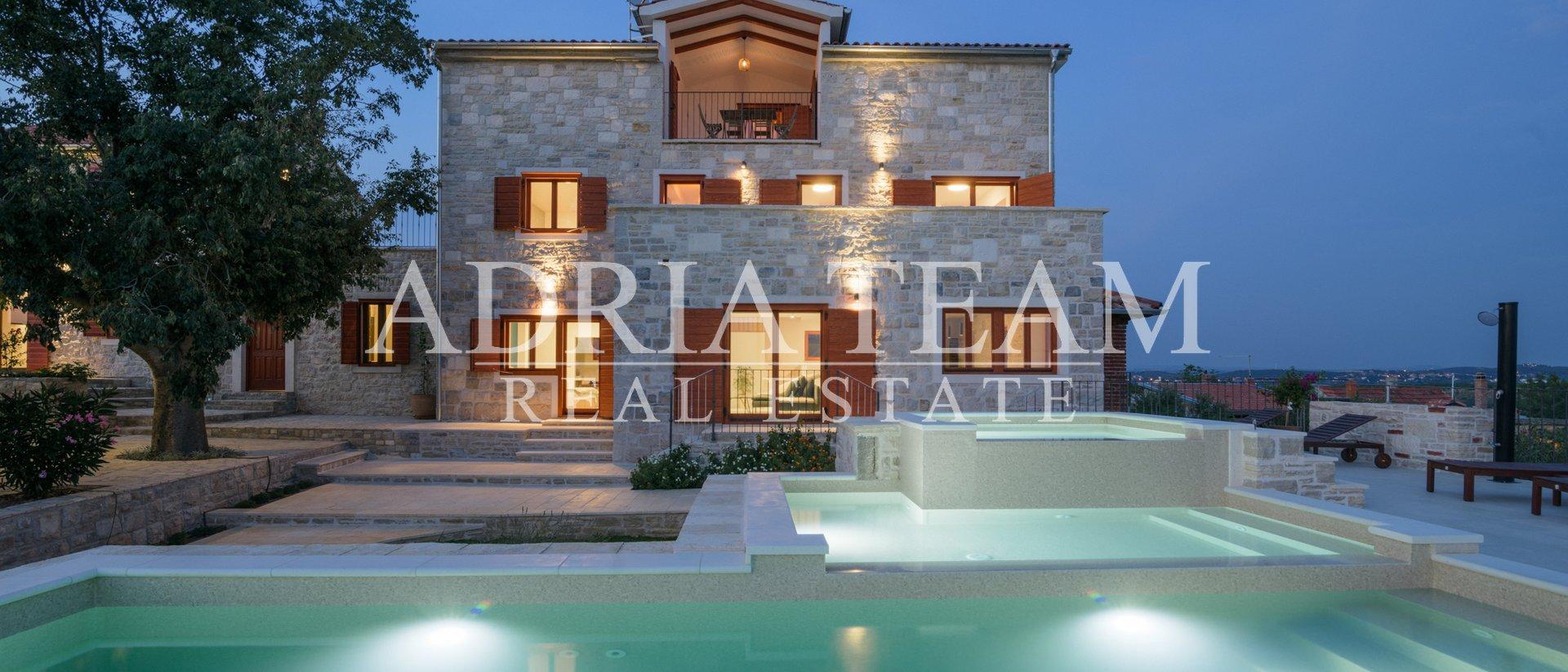 House, 478 m2, For Sale, Benkovac - Tinj