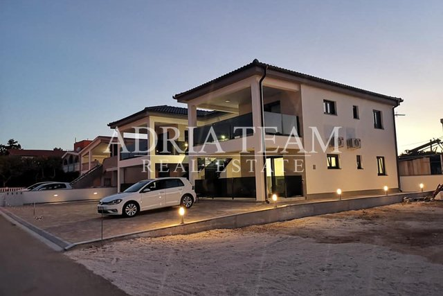 TWO BEDROOM APARTMENT, 350 M FROM THE SEA, SUMMER SALE!!! VIR - ZADAR