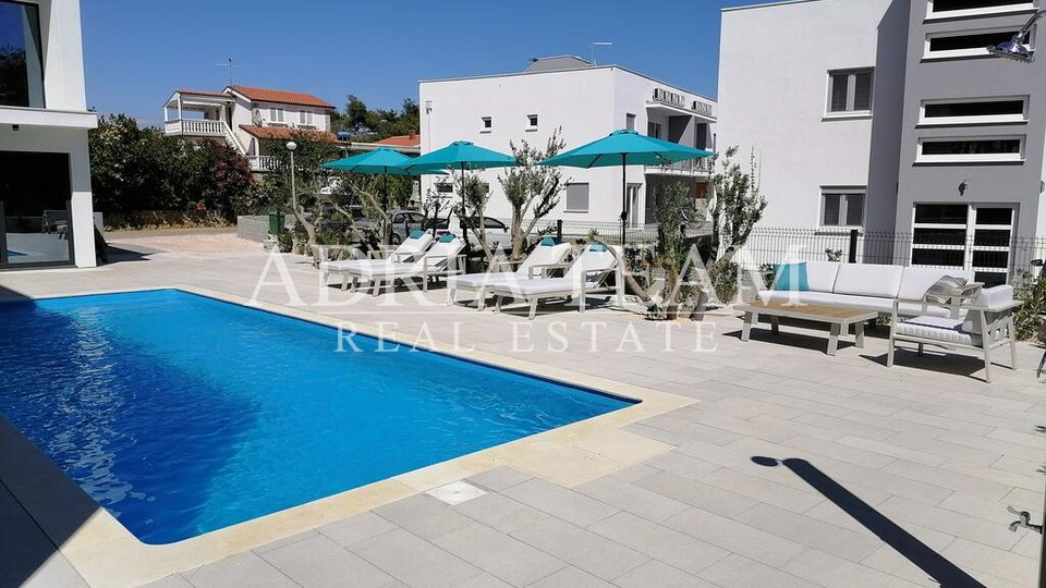 VILLA WITH 3 RESIDENTIAL UNITS AND POOL, 250 M FROM THE SEA, VIR - ZADAR