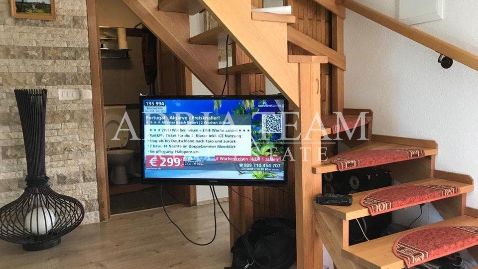 LUKSUZNA VILA S GRIJANIM BAZENOM I NATKRIVENOM TERASOM - 10 000 M2 ZEMLJIŠTA!