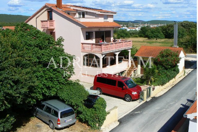 APARTMENT HOUSE WITH 6 APARTMENTS , 170 M FROM SEA, BIBINJE - ZADAR