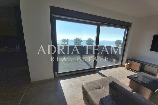 APARTMENT WITH SEA VIEW, 20 M FROM THE SEA, PRIVLAKA