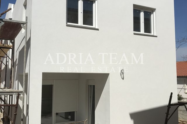 APARTMENT HOUSE WITH 2 RESIDENTIAL UNITS, 160 M FROM THE SEA, VIR - ZADAR
