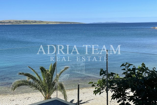 TWO BEDROOM APARTMENT, FIRST ROW TO THE SEA, TOP-POSITION! POVLJANA