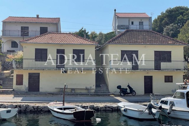 TWO RESIDENTIAL HOUSES, 1ST ROW TO THE SEA, QUIET POSITION, RAŽANJ