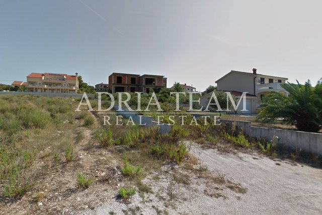 BUILDING LAND WITH LEGALIZED BUILDING, 100 M FROM THE SEA, KOŽINO - ZADAR