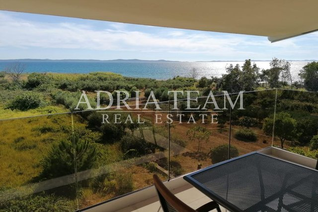 COMPLETELY EQUIPPED APARTMENTS WITH SEA VIEW, 130 M FROM THE SEA, PRIVLAKA