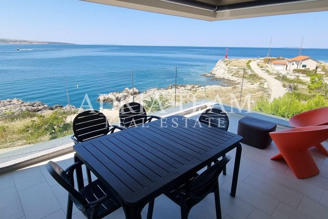 APARTMENT WITH 3 BEDROOMS AND BEAUTIFUL SEA VIEW, 1ST ROW TO THE SEA, POVLJANA - PAG