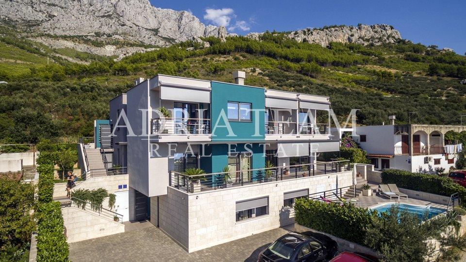 House, 350 m2, For Sale, Makarska