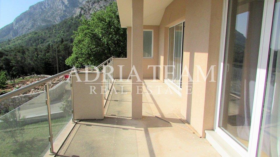 House, 337 m2, For Sale, Baška Voda