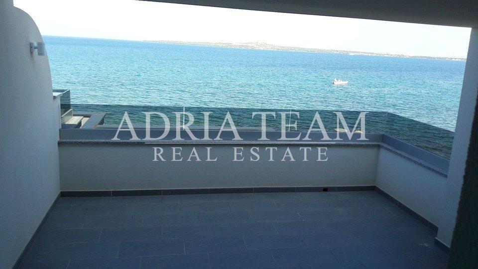 Luxusní apartmány v 1. řadě u moře