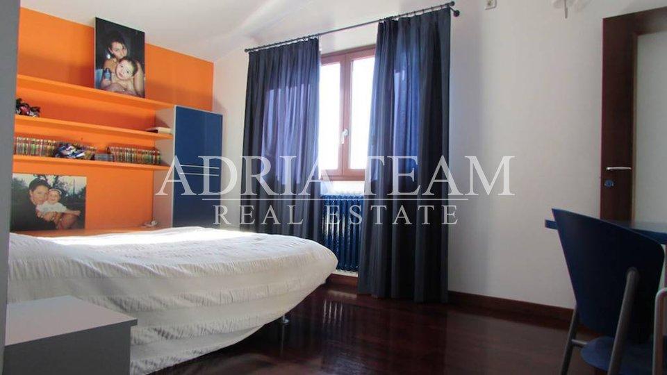 House, 400 m2, For Sale, Ražanac
