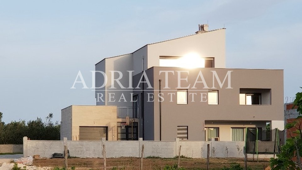 House, 400 m2, For Sale, Privlaka
