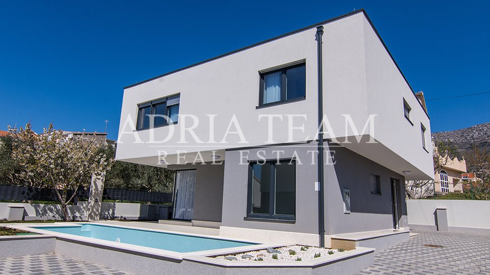 MODERN LUXURY VILA, 350 M FROM THE SEA, KAŠTEL KAMBELOVAC