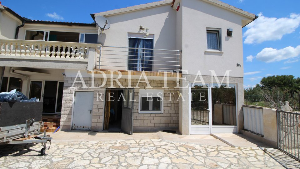 HOUSE WITH 3 RESIDENTAL UNITS, 70 M FROM SEA, PIROVAC - PROSIKA
