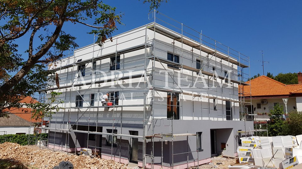THREE BEDROOM APARTMENT, 70 M FROM THE SEA, ZADAR - DIKLO