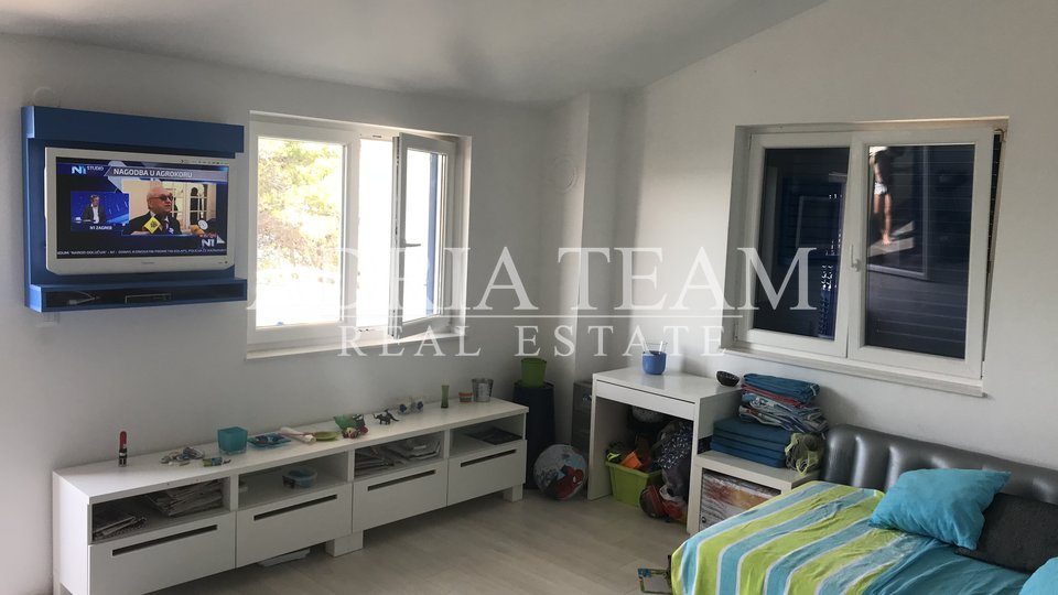 TWO BEDROOM APARTMENT, 35 M FROM THE SEA, VERUNIĆ - DUGI OTOK